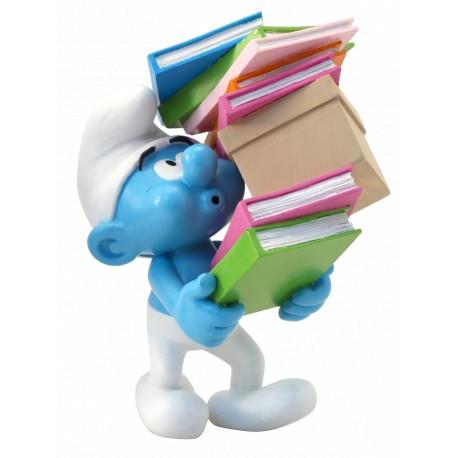 Smurf met stapel boeken
